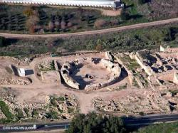 Bet guvrin amphitheater aerial from southeast tb010703715 biblelieux
